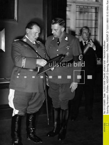 Dr Hellmuth Will is to give Hermann Goering the freedom of the town - 1936 - Photographer Presse-Illustrationen Heinrich Hoffmann .jpg