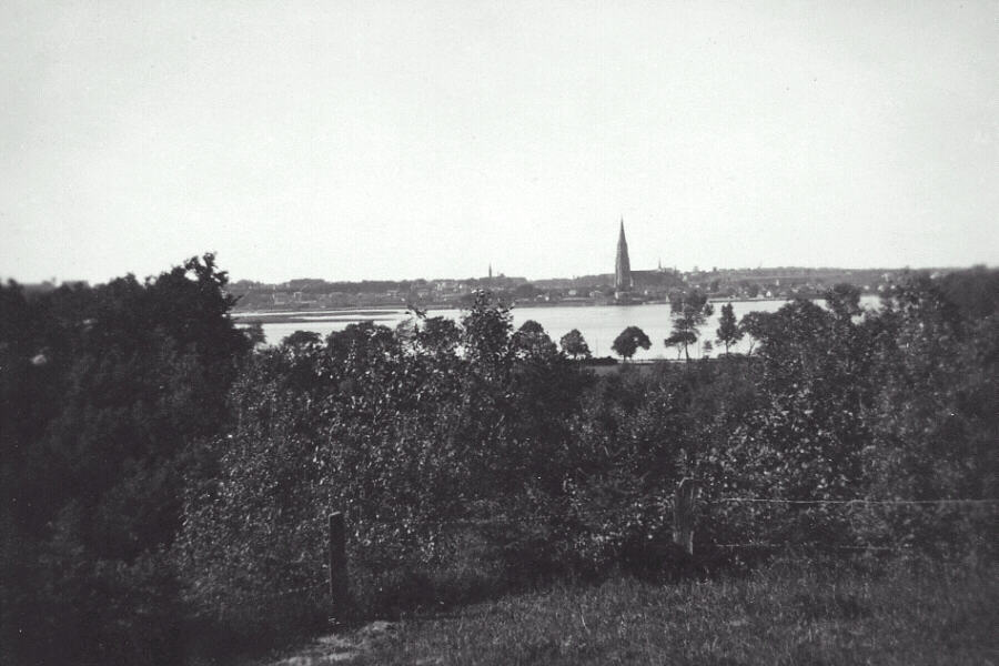 Preussisch Friedland across the city lake in the 1920's. Photo from Arthur Winter.jpg