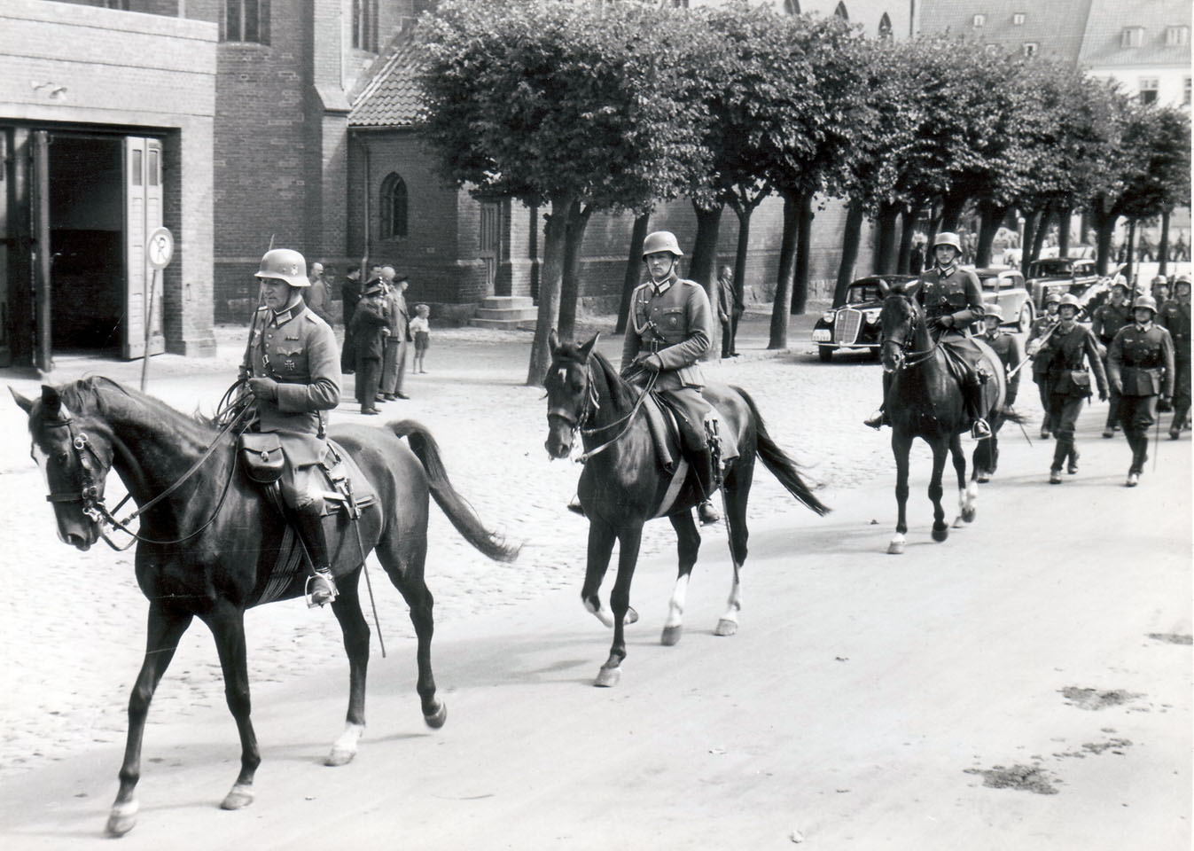 Officers of III.Infanterie-Regiment 22 in horseback, Gumbinnen, 1938.jpg