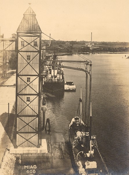 Germany Konigsberg Harbour Water-Crane old Photo 1930'.jpg
