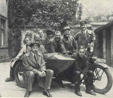 These men are surrounding the first Harley-Davidson 1927.jpg