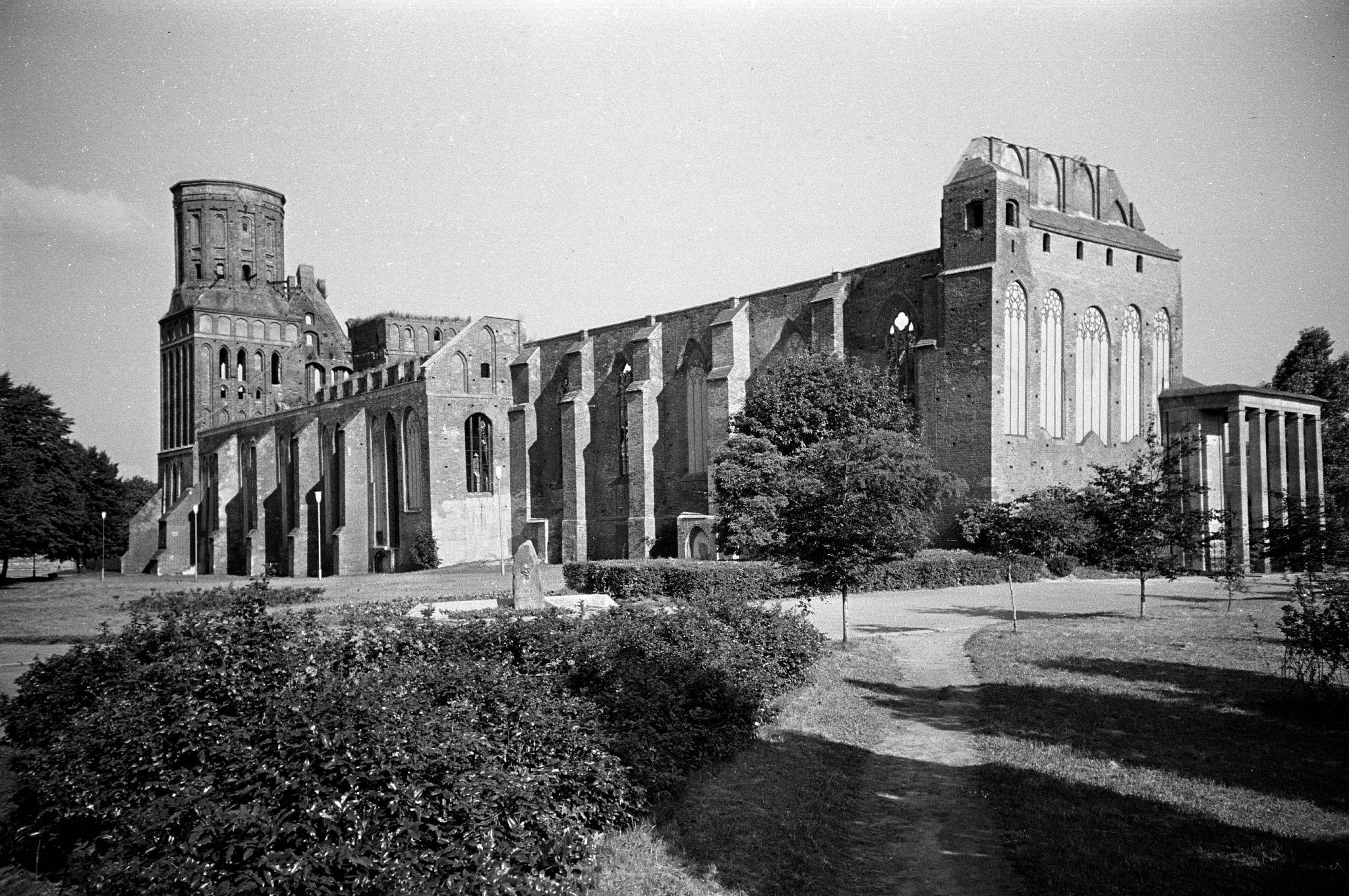 Konigsberg_cathedral,_summer_of_1988.jpg