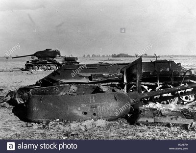 downed-soviet-t-34-in-east-prussia-1944-H3AEF9.jpg